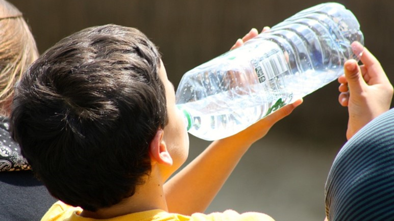 Give Up Loving Pop - Child drinks water from bottle