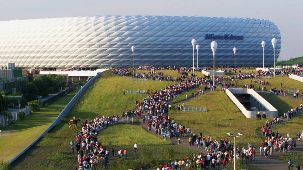 Allianz Arena Walking 1